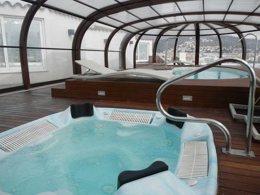 jacuzzi and the pool on the 5th floor of Hotel Spa Terraza