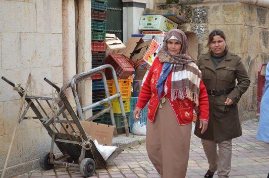 locals in Medina