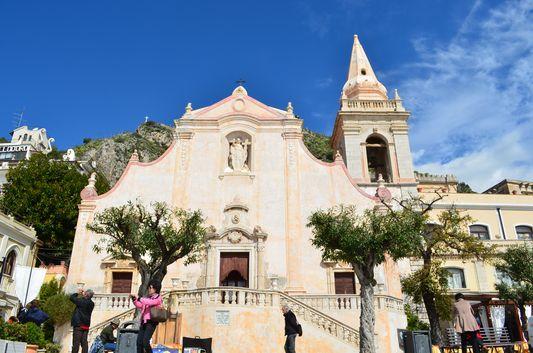 a church at Piazza IX Aprile in Taormina