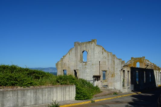 another ruined building on Alcatraz island