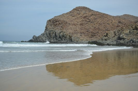 beautiful reflection of the hill we climbed on the Las Palmas beach