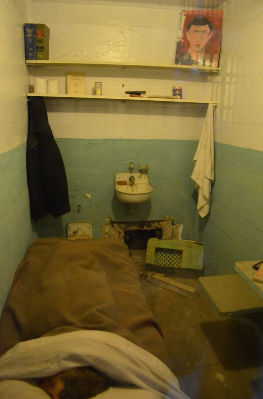 how an Alcatraz prison cell looked like