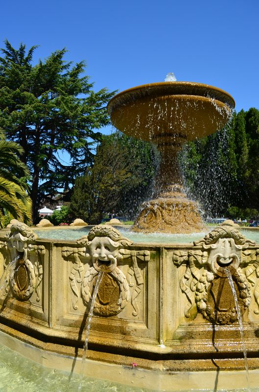 the fountain in the little park of Sausalito