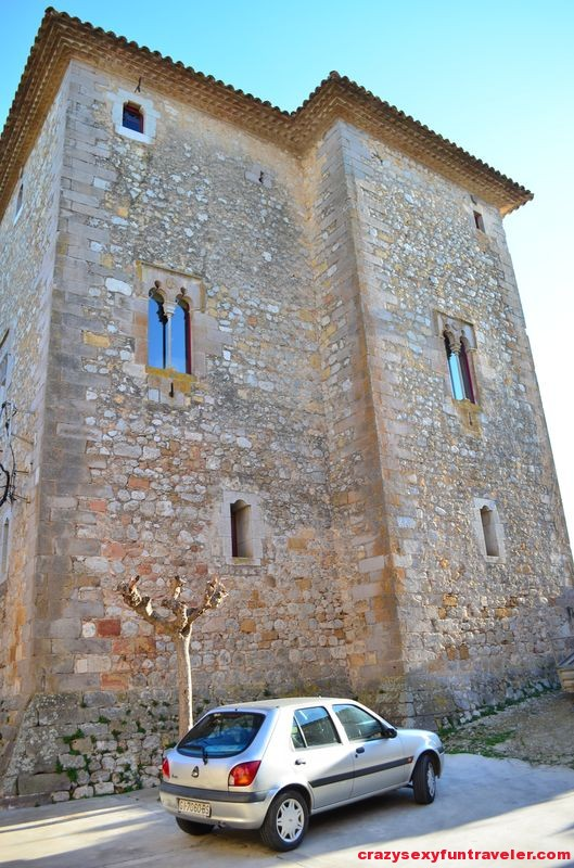 Castell de Rocaberti from outside
