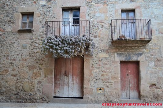 melancholic balconies in Santa Pau