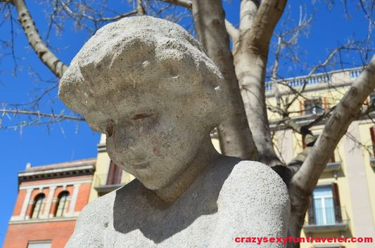 a statue on the way to Independence Square Girona