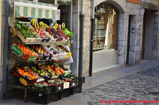 fresh fruit at the streets of Girona