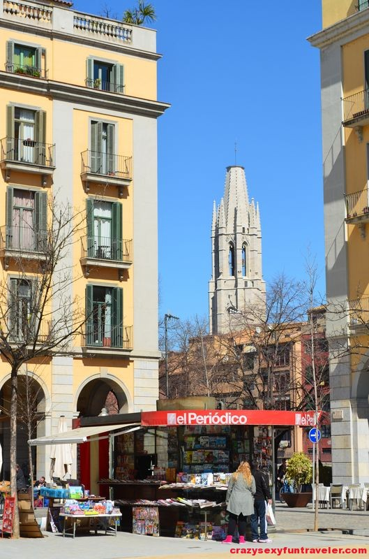 the Collegiate Church of Sant Feliu from Independence Square
