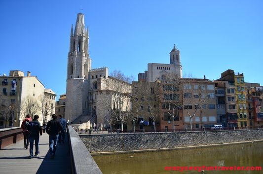 the Collegiate Church of Sant Feliu from the bridge
