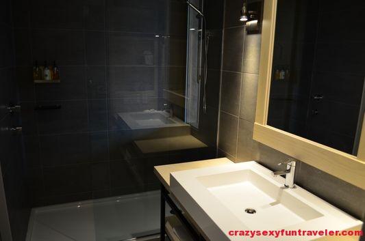 modern bathroom in Hotel La Ferme