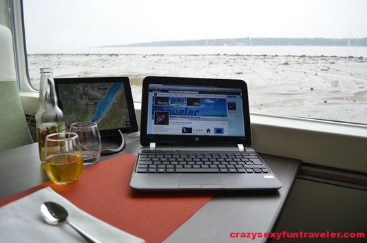 travel blogging using wifi on Le Massif de Charlevoix train