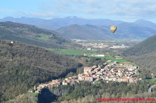 other hot air balloon above Castellfollit de la Roca