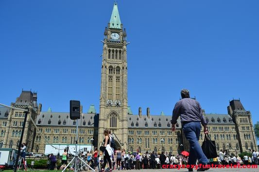 Yoga on Parliament Hill Ottawa (1)