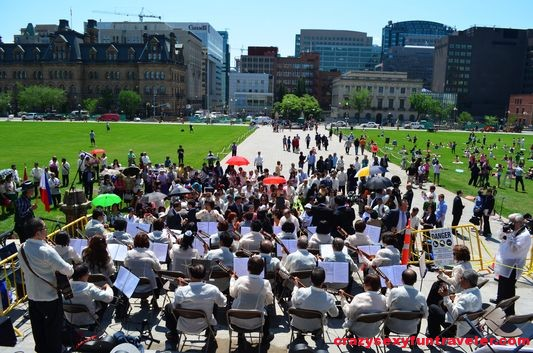 Yoga on Parliament Hill Ottawa (2)