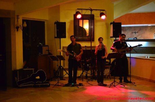 night live music at Posada Real