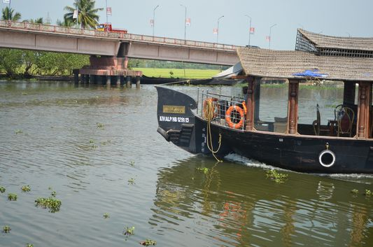 Kerala Backwaters houseboat from Kollam to Alleppey Lake & Lagoons (10)