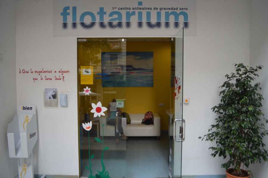 Floating in Barcelona Flotarium Tinggly experiences (2)