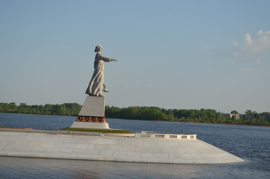 Russia cruise Rachmaninov cruise (63) Madushka the Mother of Volga statue