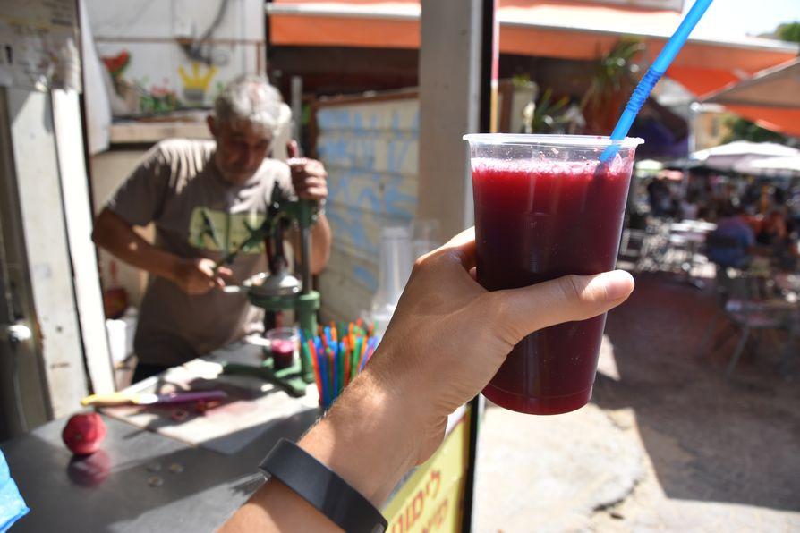 pomegranate juice Tel Aviv Carmel market (1)