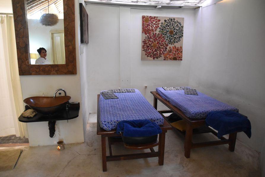 Gajah Biru bungalows accommodation close to Ubud Bali (2)
