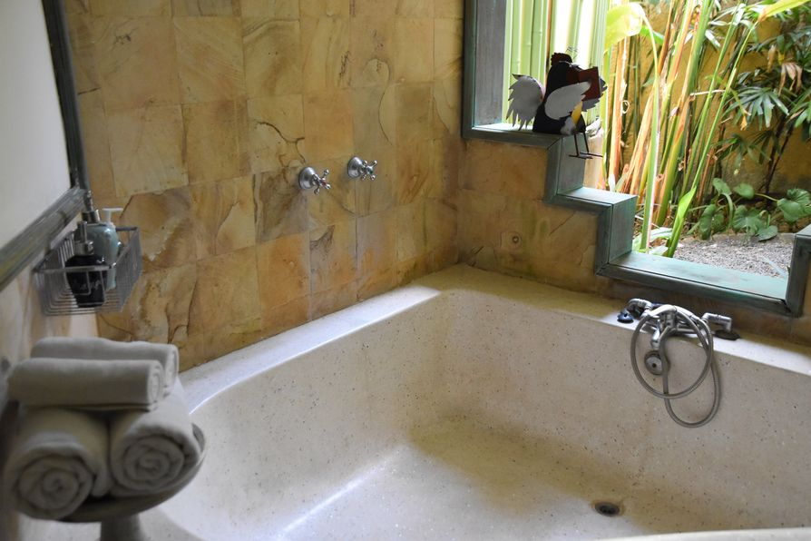 Gajah Biru bungalows accommodation close to Ubud Bali (9)