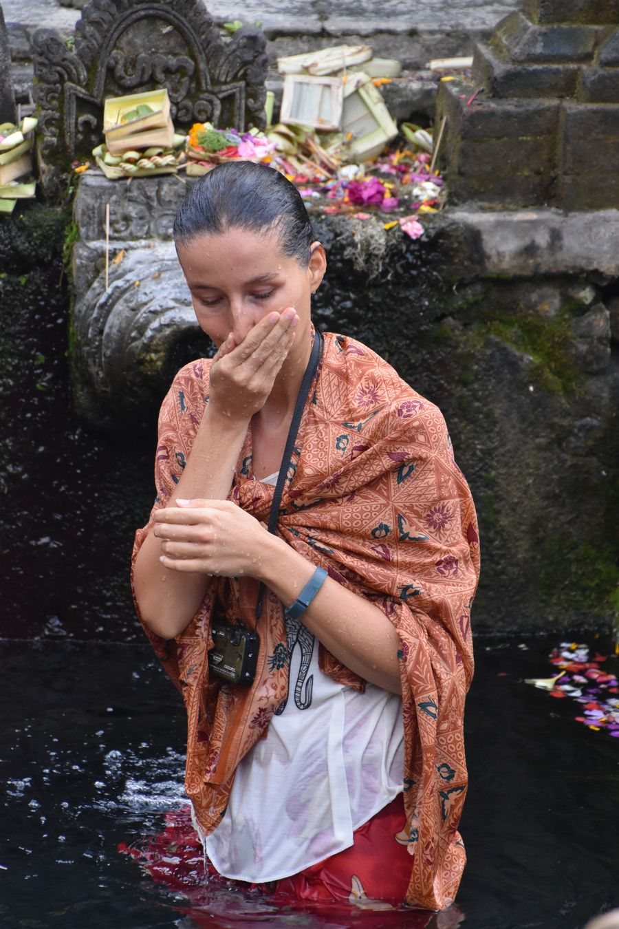 Pura Tirta Empul Bali water temple cleaning ritual (11)