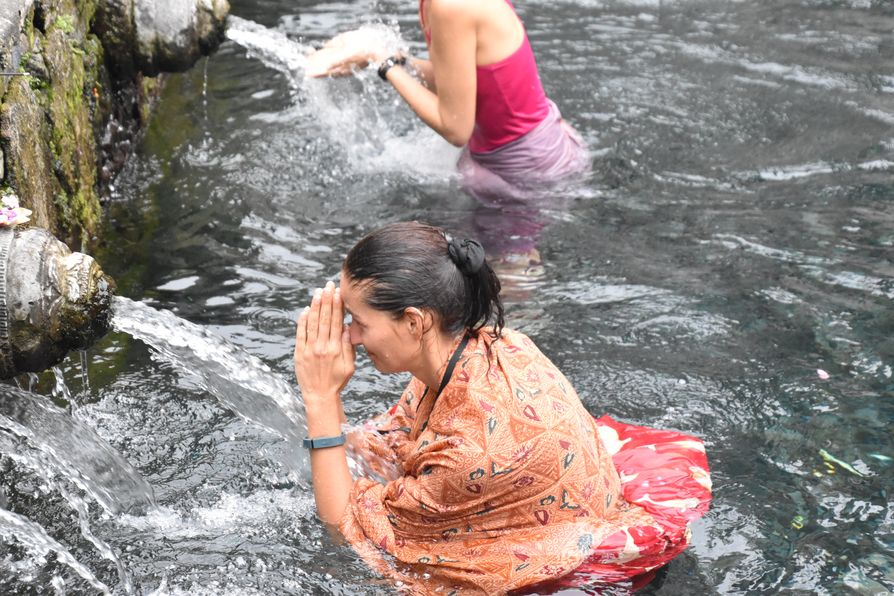 Pura Tirta Empul Bali water temple cleaning ritual (12)