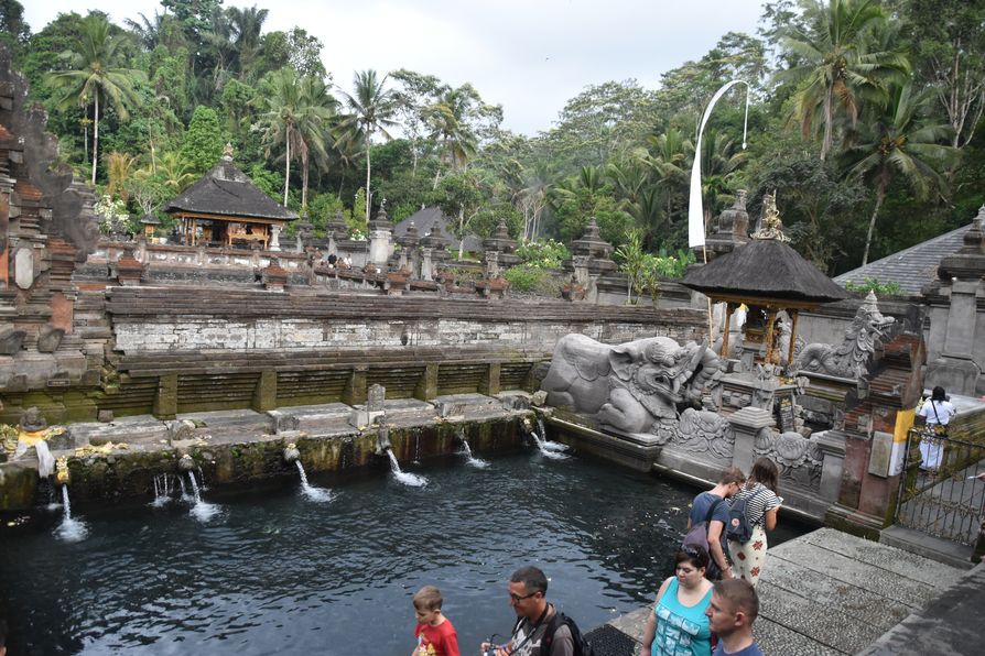 Pura Tirta Empul Bali water temple cleaning ritual (13)