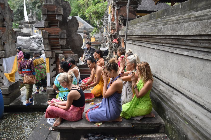 Pura Tirta Empul Bali water temple cleaning ritual (6)