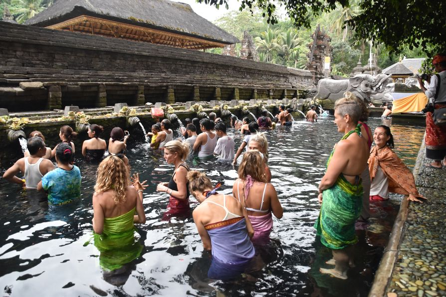 Pura Tirta Empul Bali water temple cleaning ritual (8)