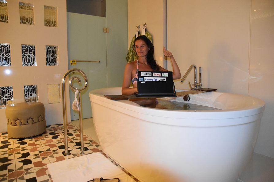 Crazy sexy fun traveler blogging
