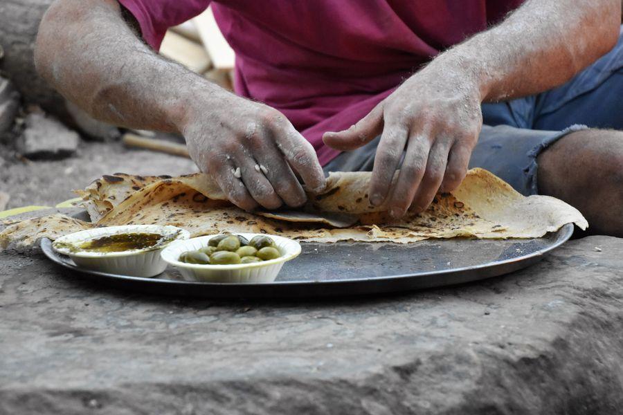 laffa-bread-with-labneh-and-zaatar-camel-ranch-eilat-1