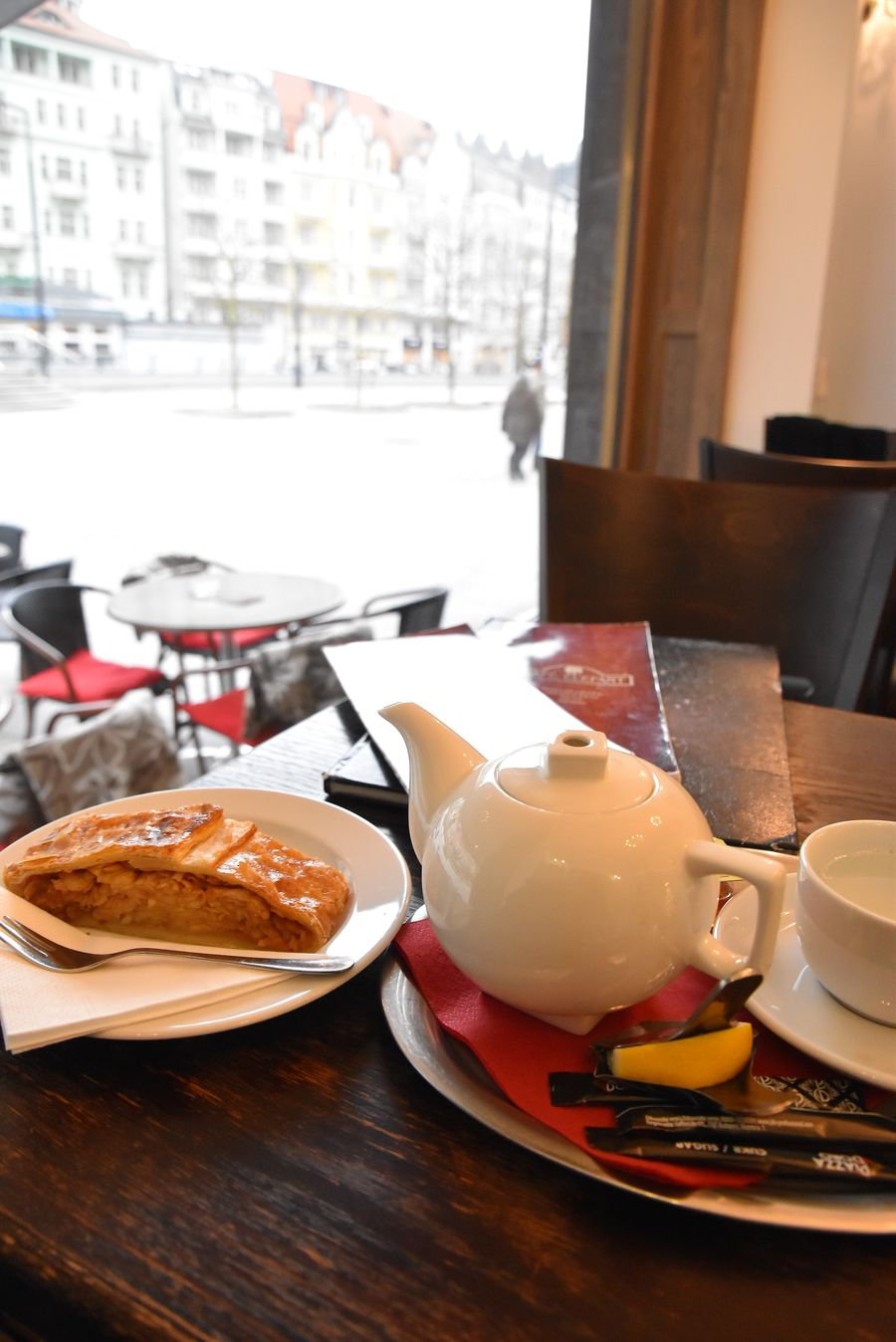 things-to-do-in-karlovy-vary-czech-republic-cafe-elefant-130