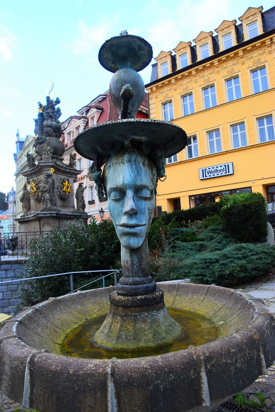 things-to-do-in-karlovy-vary-czech-republic-crying-fountain-placici-fontana170