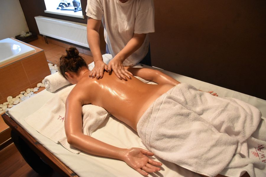 things-to-do-in-karlovy-vary-czech-republic-tawan-thai-spa-nikolina-154