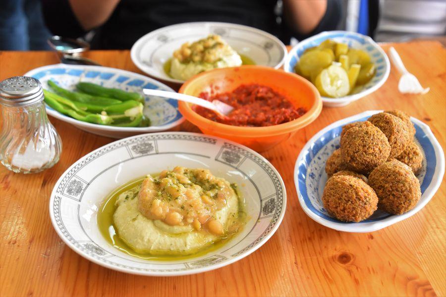 vegan in Jerusalem Ikermawi hummus falafel