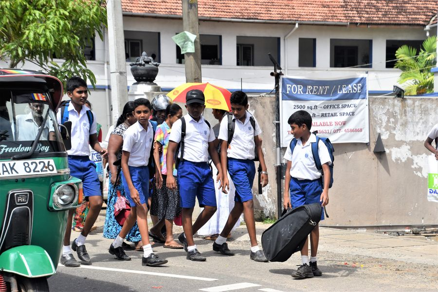 kids leaving school in Sri Lanka