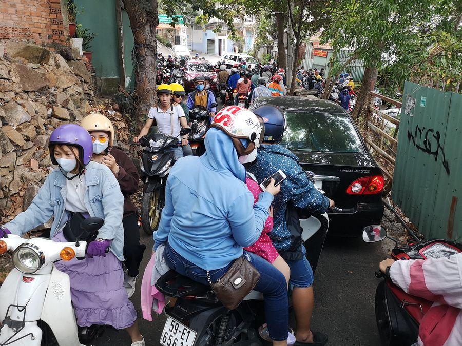 Vietnamese wearing face masks