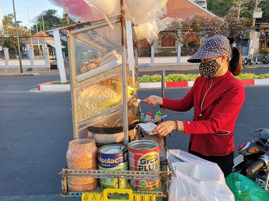 a street seller with a face mask